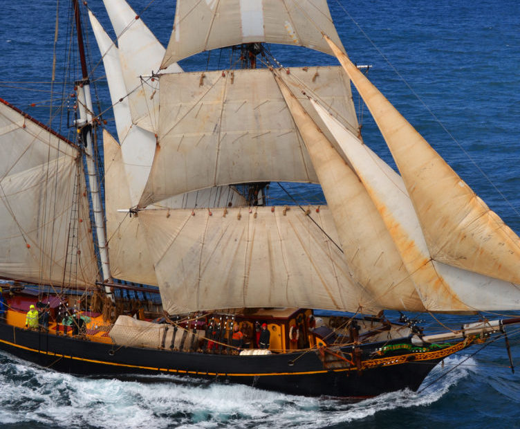 sailing the ocean on Tres Hombres, emission free travel